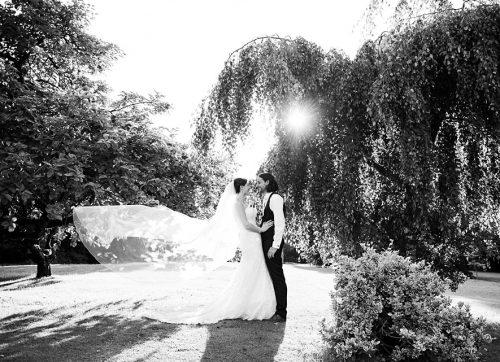 essex wedding photographer / outdoor wedding at Leez Priory