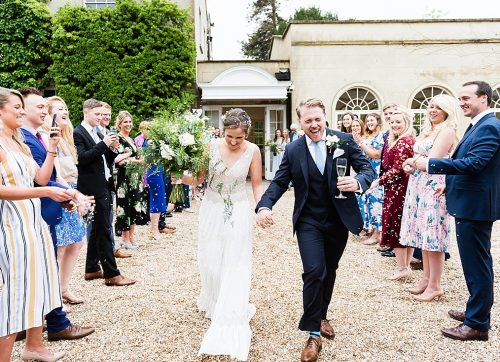 Throwing Confetti at Weddings – Top Tips for Beautiful Photos